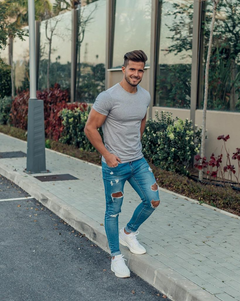 Gray tee, blue jeans and white sneaker