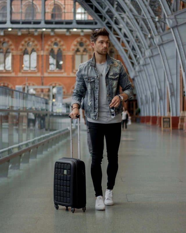 Denim jacket, gray shirt, black jeans and white sneaker