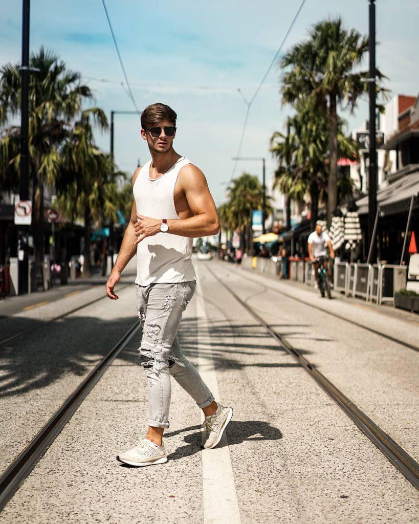 White singlet, jeans, sneaker
