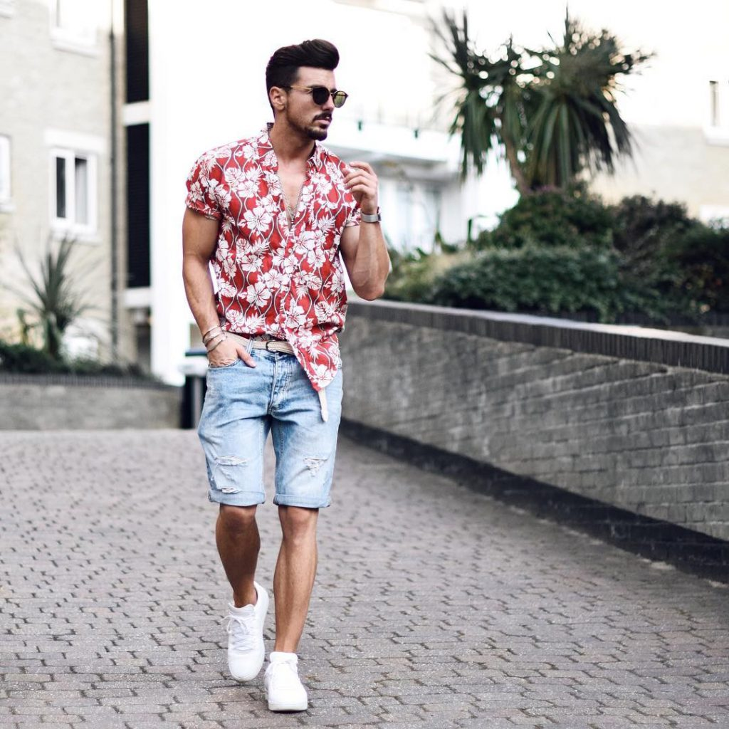 Hawaiian shirt, short jeans, sneaker