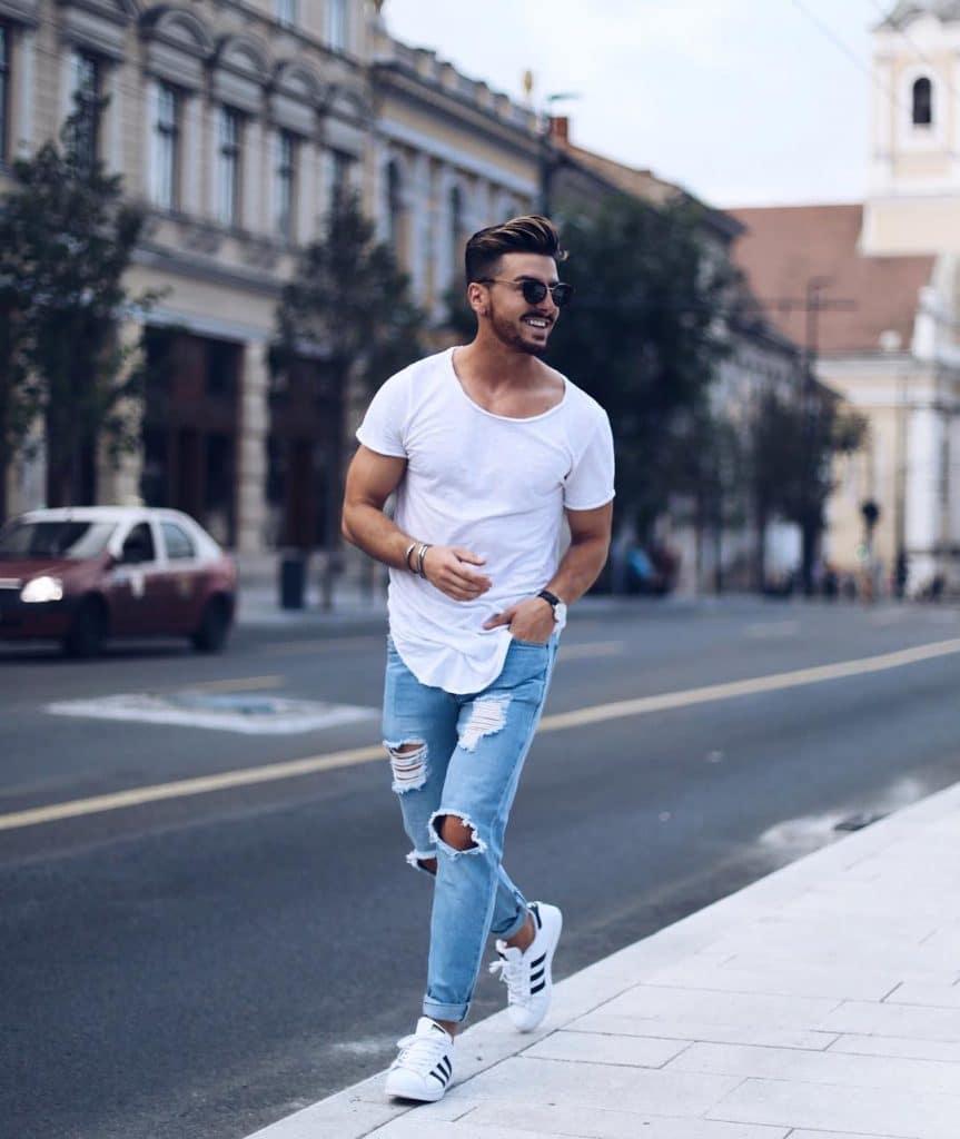 White tee, jeans, sneaker