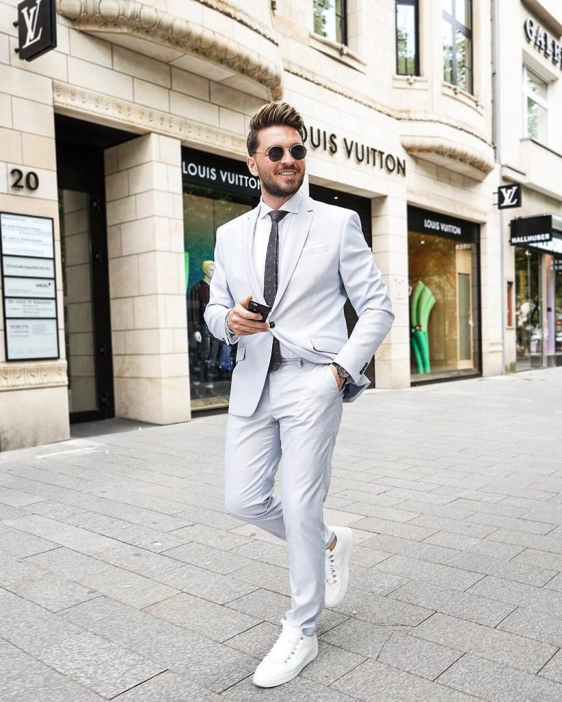 Dashing Formal Outfit Ideas for Stylish Men 21