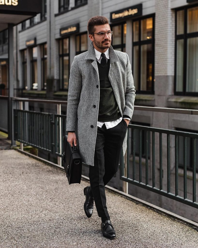 Dashing Formal Outfit Ideas for Stylish Men 50