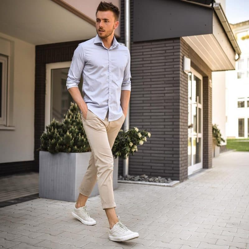 Light blue shirt, brown chino pants and sneaker