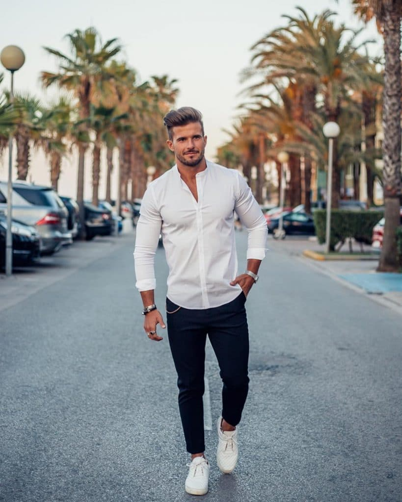 Shirt, jeans, sneaker