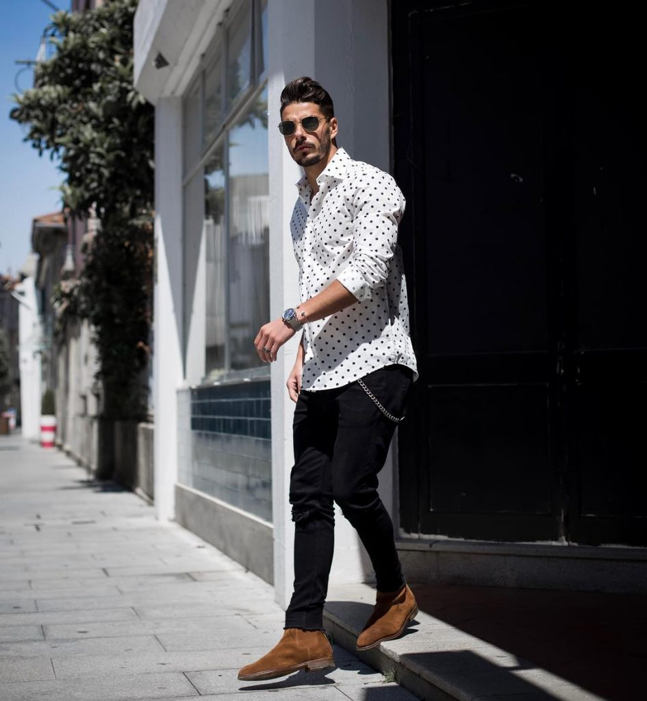 Print shirt, jeans, Chelsea boots