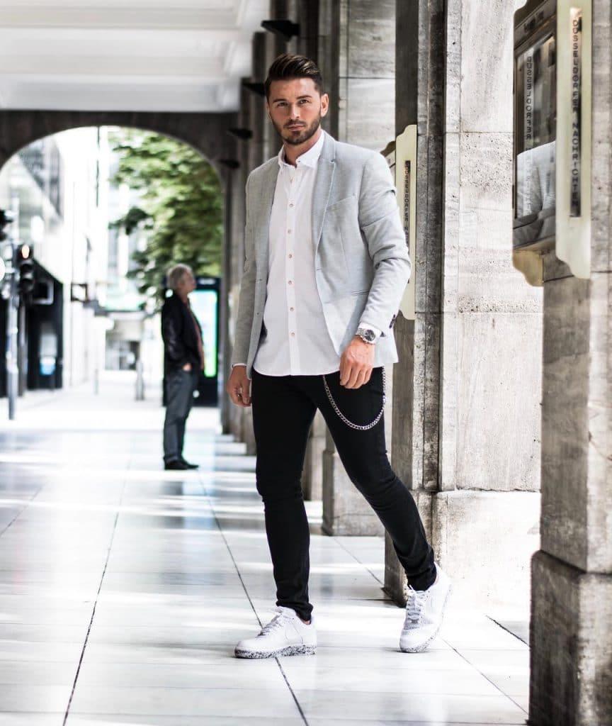 Blazer, shirt, jeans, sneaker