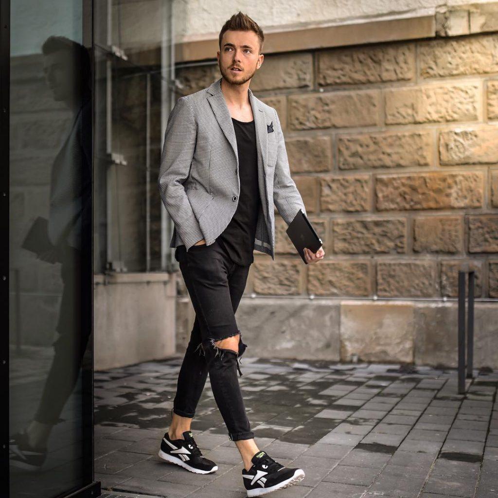 Blazer, singlet, jeans, sneaker