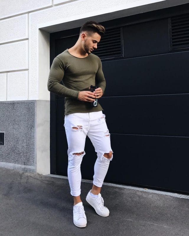 Long sleeve tee shirt, white jeans,and white sneaker