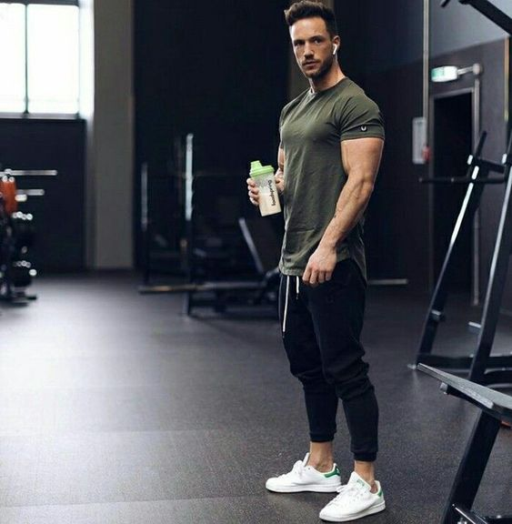 Green workout tee, sweatpants and sport shoes