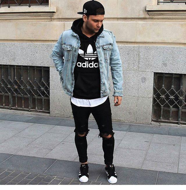 Denim jacket over hoodie sweatshirt, ripped jeans 21