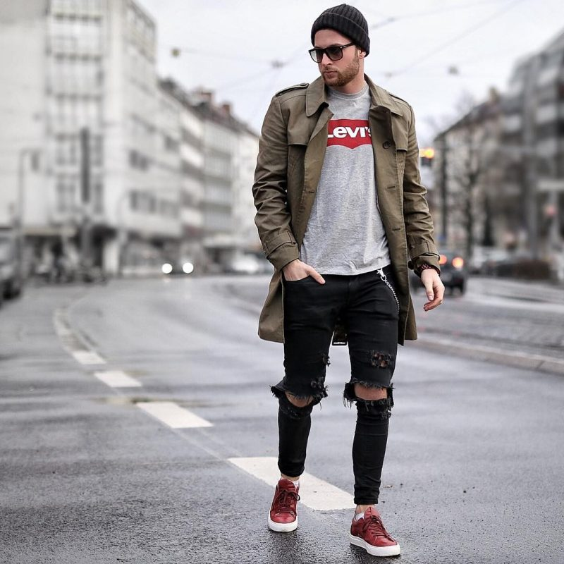 Trench coat over tee, ripped jeans 27