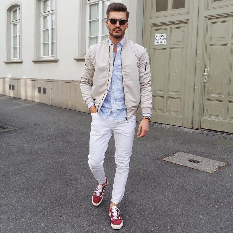 Bomber jacket, shirt, jeans, sneaker