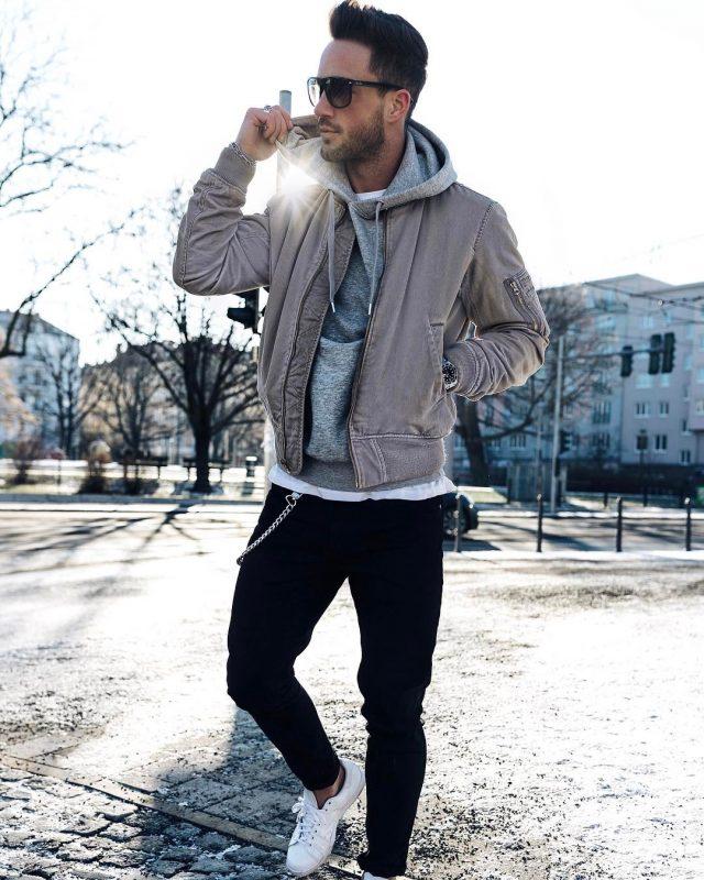 Bomber jacket, sweatshirt, jeans, sneaker