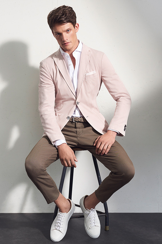 Pink is the color of the bold - white shirt, pink blazer, braided leather belt, brown chinos, sneaker 1