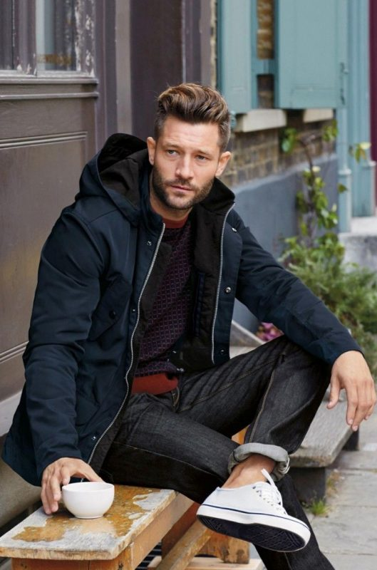 Parka jacket, print tee, jeans