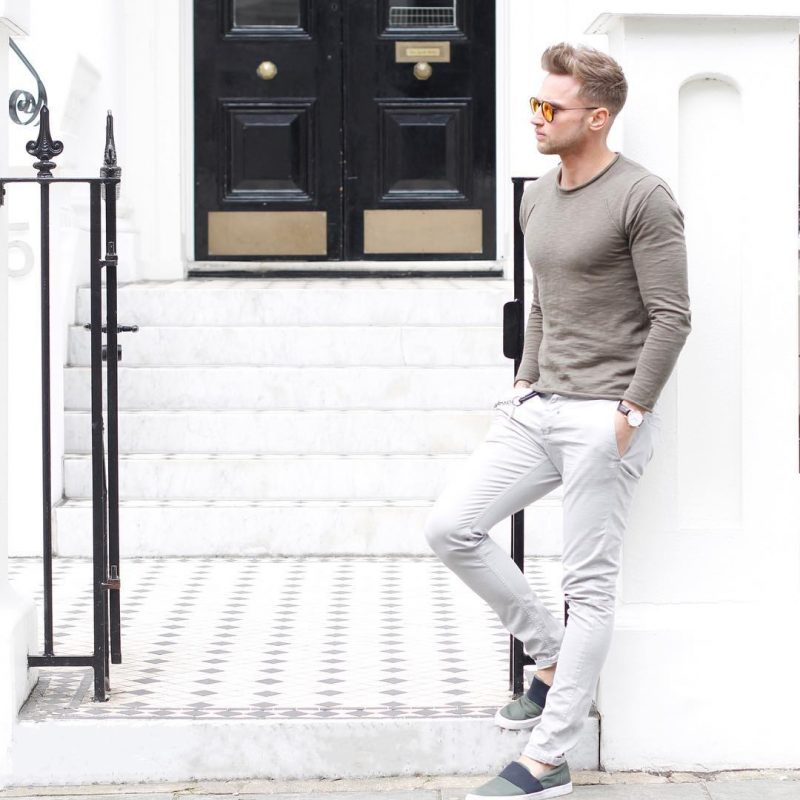 Brown long sleeve tee, white chinos, espadrilles 1