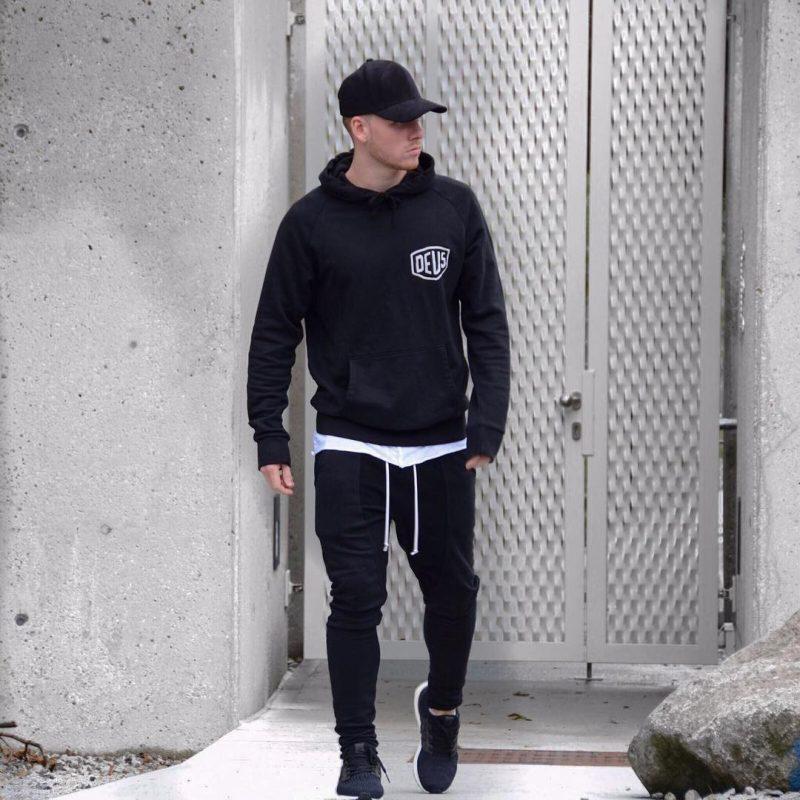 Black hooded sweatshirt, baseball cap, white tee, sweatpants, training shoes 1