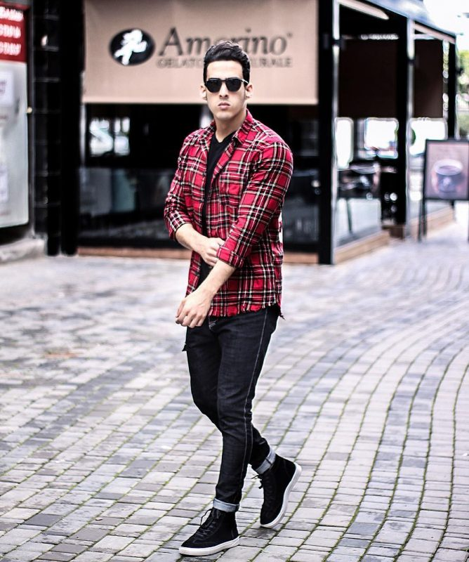 Black tee, red checked shirt, black jeans, sneaker 1