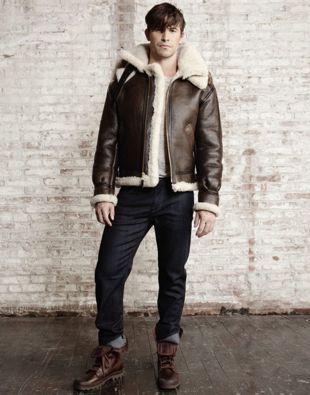 Dark brown shearling B3 leather jacket, gray t-shirt, jeans, brown leather boots 1