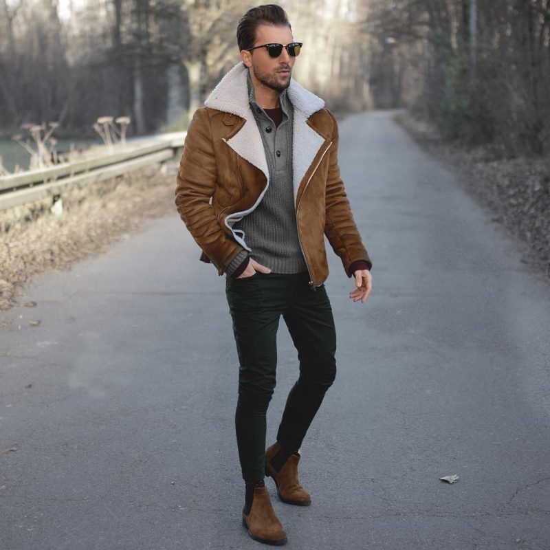 Brown suede shearling jacket, sweater, black jeans, suede Chelsea boots 1
