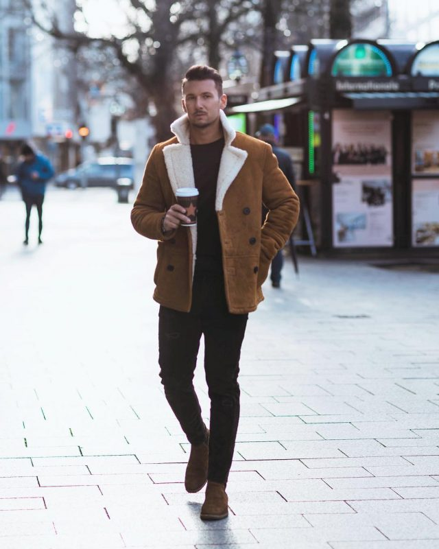 Brown suede shearling peacoat, black t-shirt, jeans, suede Chelsea boots 1