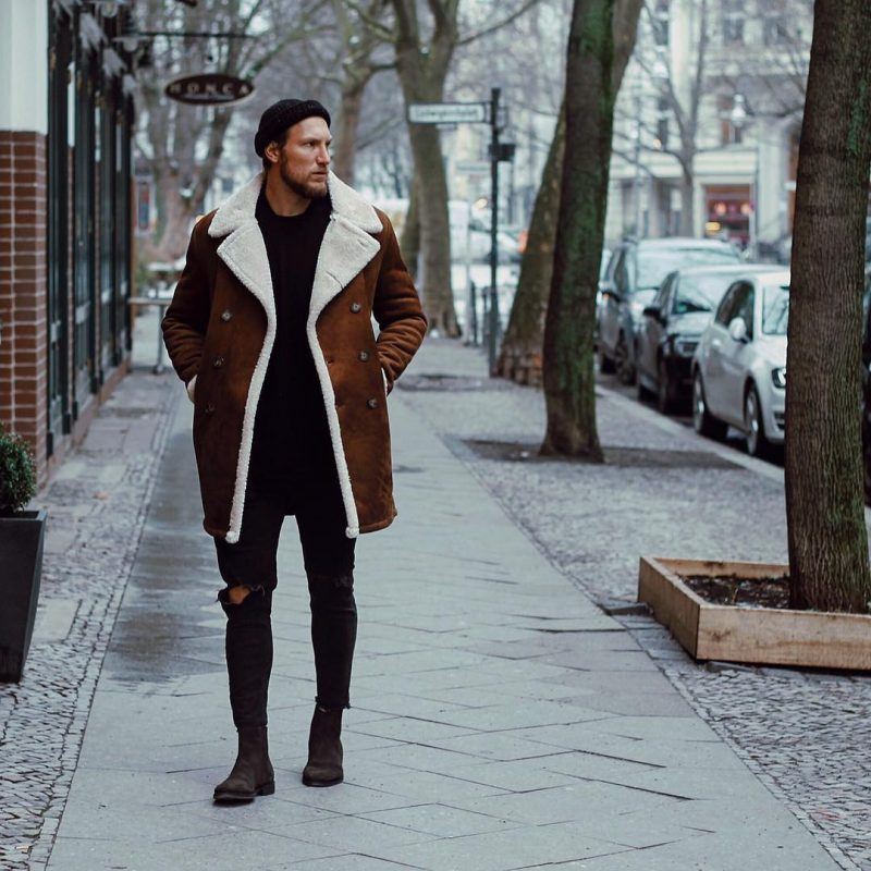 Brown suede shearling overcoat, black t-shirt, jeans, suede Chelsea boots 1