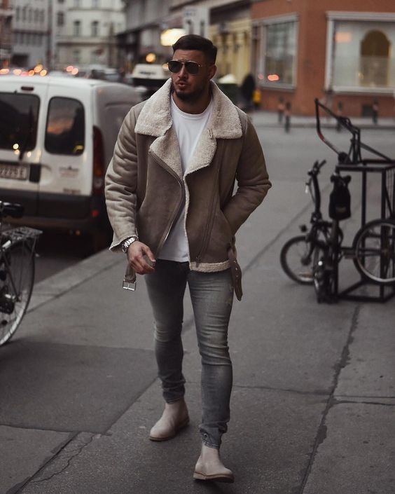Shearling leather jacket, white t-shirt, jeans, suede Chelsea boots 1
