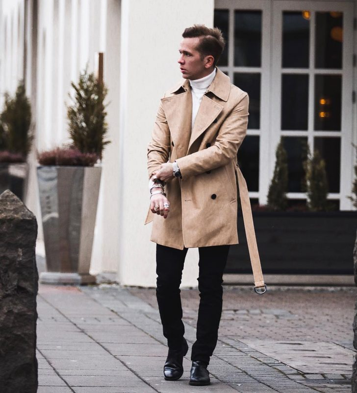 Tan trench coat, white sweater, black trousers, leather shoes 1