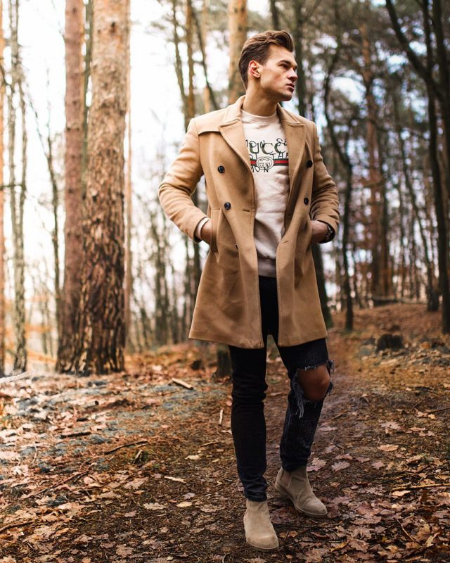 Camel overcoat, print t-shirt, suede Chelsea boots 1