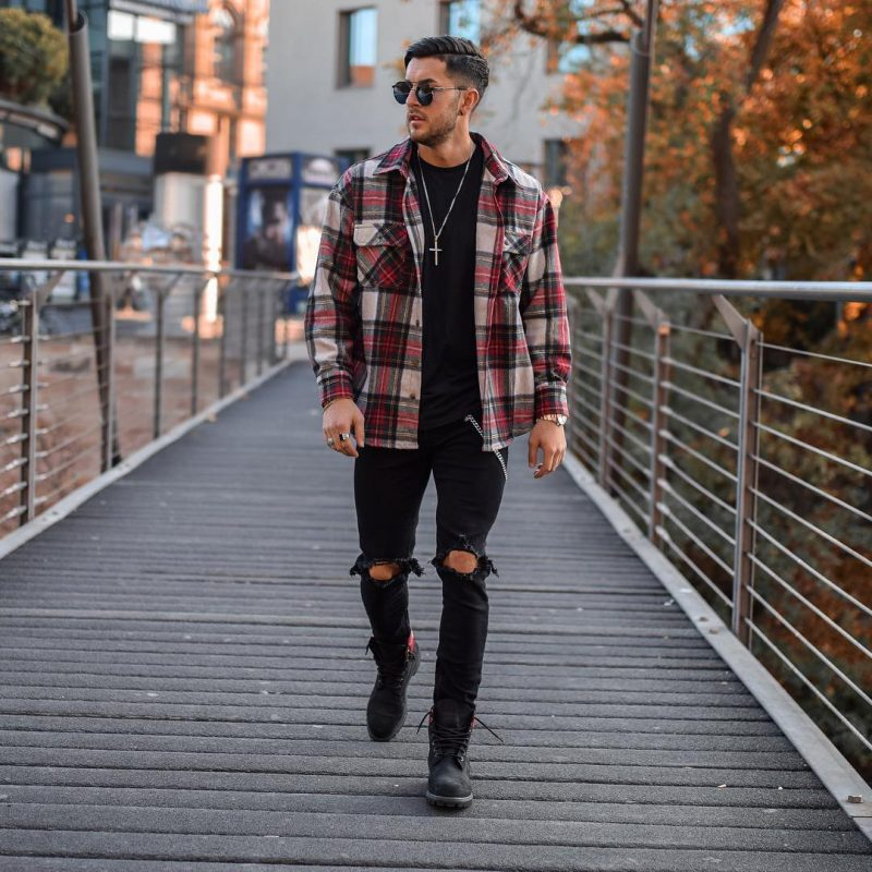 40 mens winter work outfit styles with winter boots. Checked shirt, black t-shirt, ripped jeans, work boots 1