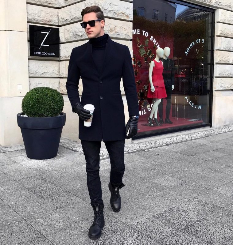 40 mens winter work outfit styles with winter boots. Leather work boots, turtleneck sweater, black overcoat, black jeans, leather gloves 1
