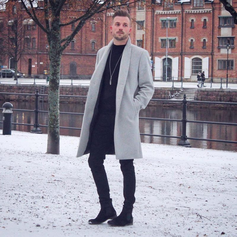 40 mens winter work outfit styles with winter boots. Black suede Chelsea boots, grey overcoat, black jeans, t-shirt 1